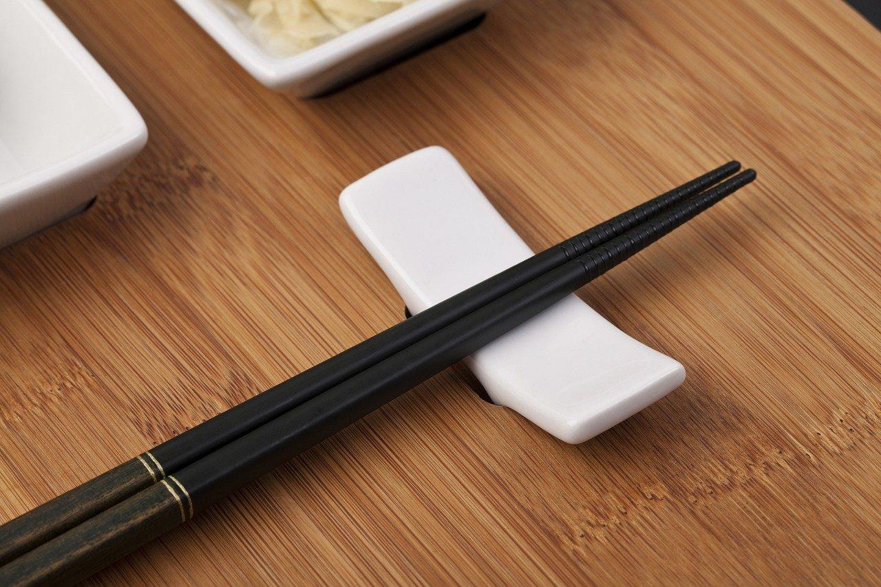Chopsticks Sushi Fish Roll Rice  - onderortel / Pixabay